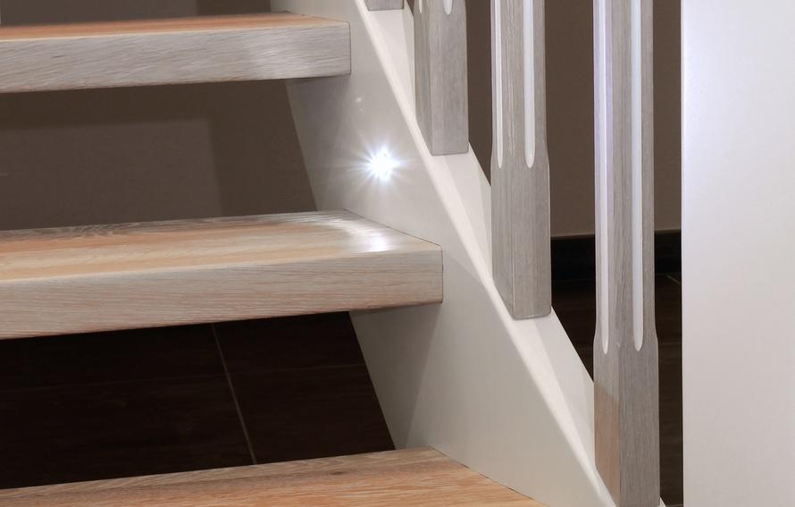 STREGER-Wangentreppe-LED-Lampen