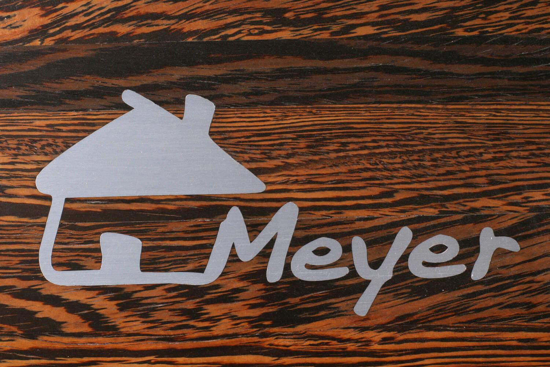 STREGER-Massivholztreppen-Intarsien-Meyer