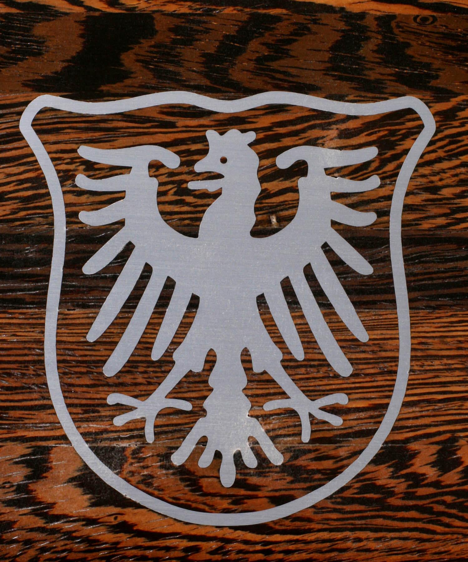 STREGER-Massivholztreppen-Intarsien-Wappen