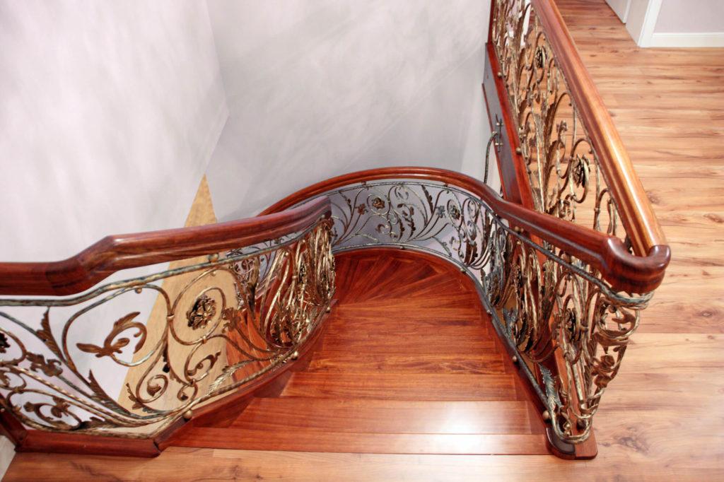 STREGER-Massivholztreppen-treppe-holzart-bodo-1024x682