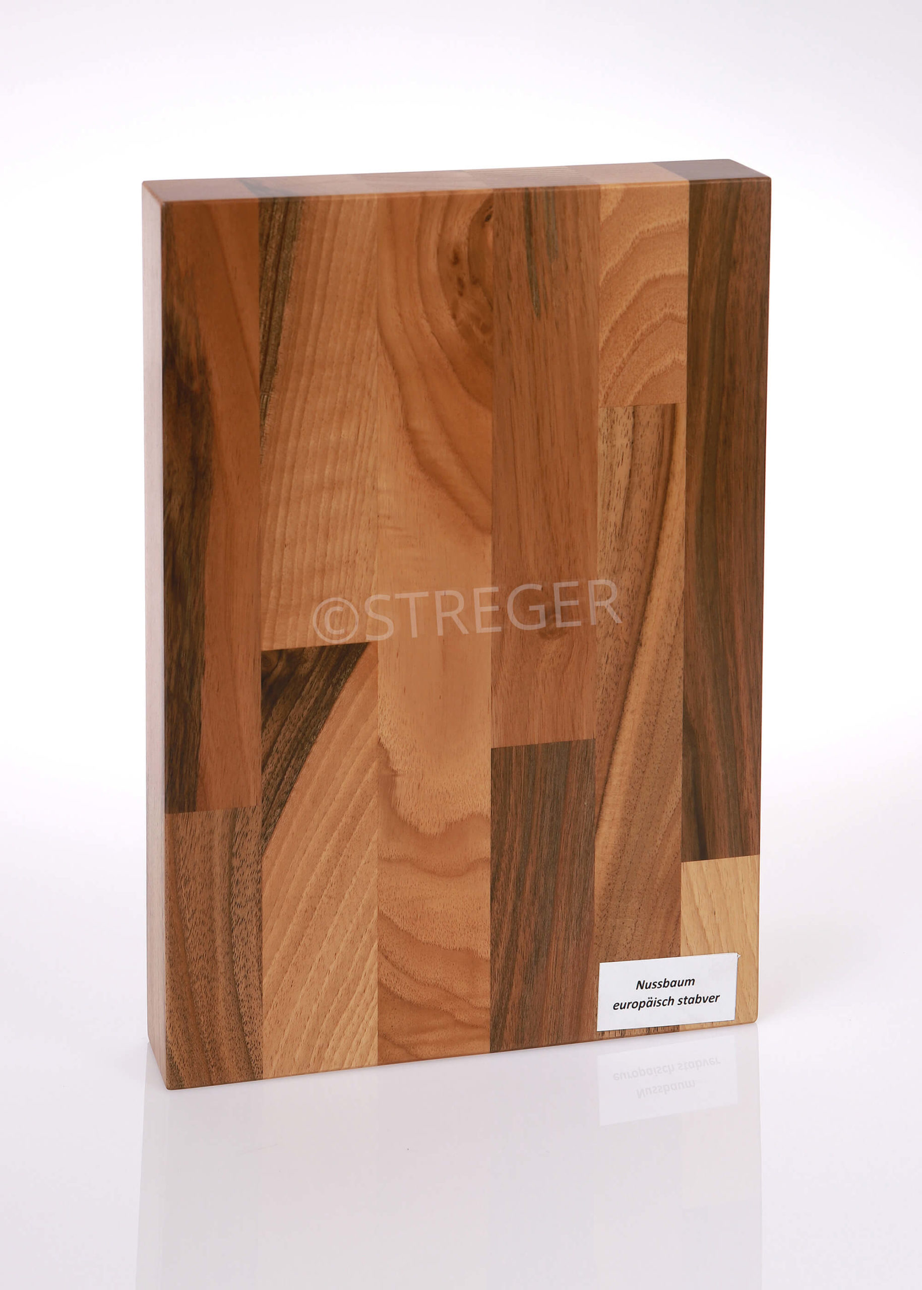 STREGER-Massivholztreppen-Nussbaum-europaeisch-stabverleimt